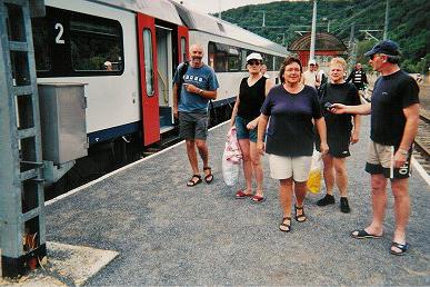 Na een kwartiertje met de trein, leuk door dalen en tunneltjes, kom je weer aan in Houyet. Terug bij de camping.