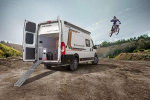 De Weinsberg 630 MEG Outlaw heeft grote garage voor motorfietsen of mountainbikes