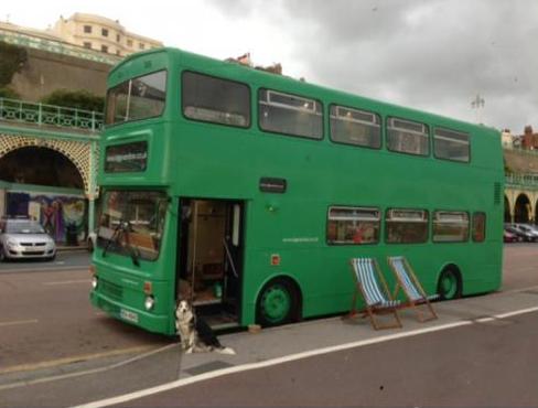 Dubbeldekker schoolbus gepimpt tot megacamper