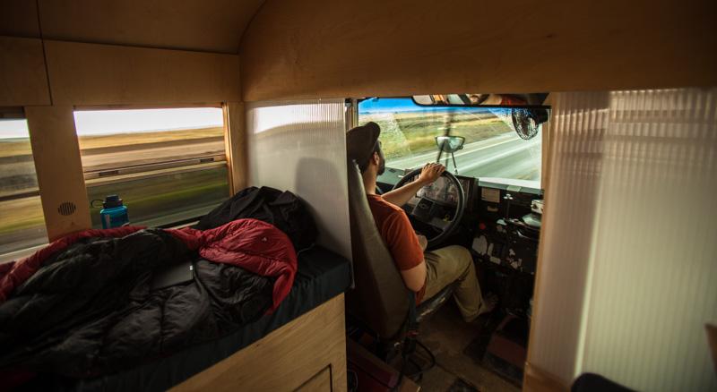 Amerikaan verbouwt schoolbus om tot luxe camper
