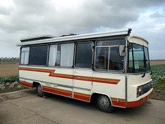 Omgebouwde touringcar